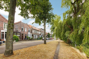 View house for rent in Zaandam Prins Hendrikkade, € 1500, 100m2 - 367569. Interested? check out this house and leave a message!