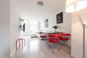 Bekijk studio te huur in Amsterdam O. Voorburgwal, € 1350, 40m2 - 360233. Geïnteresseerd? Bekijk dan deze studio en laat een bericht achter!