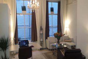 Bekijk studio te huur in Amsterdam N. Voorburgwal, € 1475, 40m2 - 224273. Geïnteresseerd? Bekijk dan deze studio en laat een bericht achter!