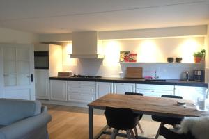 Bekijk appartement te huur in Rhoon Dorpsdijk, € 1250, 76m2 - 356841. Geïnteresseerd? Bekijk dan deze appartement en laat een bericht achter!