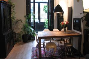 Bekijk appartement te huur in Nijmegen v. Oldenbarneveltstraat: Gemeubileerde benedewoning met tuin beschikbaar! - € 1195, 107m2 - 358612