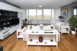 Bekijk appartement te huur in Den Haag Groningsestraat, € 2250, 120m2 - 376461. Geïnteresseerd? Bekijk dan deze appartement en laat een bericht achter!