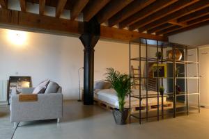Bekijk studio te huur in Rotterdam Lloydstraat, € 1250, 77m2 - 386584. Geïnteresseerd? Bekijk dan deze studio en laat een bericht achter!
