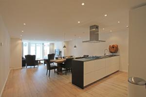 Bekijk appartement te huur in Den Haag Bezuidenhoutseweg, € 2150, 100m2 - 373636. Geïnteresseerd? Bekijk dan deze appartement en laat een bericht achter!