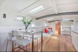 Bekijk appartement te huur in Amsterdam Keizersgracht, € 1699, 95m2 - 288889. Geïnteresseerd? Bekijk dan deze appartement en laat een bericht achter!