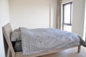 Bekijk kamer te huur in Amsterdam V. Oldenbarneveldtstraat, € 950, 18m2 - 360612. Geïnteresseerd? Bekijk dan deze kamer en laat een bericht achter!