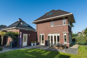 Bekijk woning te huur in Dordrecht Romanovhof, € 2450, 175m2 - 356934. Geïnteresseerd? Bekijk dan deze woning en laat een bericht achter!