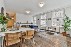 Bekijk appartement te huur in Amsterdam Sint Pieterspoortsteeg, € 1750, 68m2 - 348978. Geïnteresseerd? Bekijk dan deze appartement en laat een bericht achter!