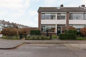 View house for rent in Woudenberg Frans Halslaan, € 1200, 95m2 - 381537. Interested? check out this house and leave a message!
