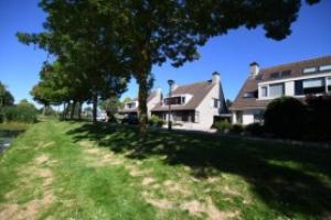 For rent: House Assumburgstraat, Hellevoetsluis - 1