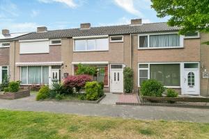 Bekijk woning te huur in Best Willem Barendszstraat: Compleet gemoderniseerde tussenwoning in Best! - € 1150, 100m2 - 295613