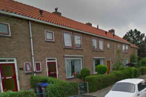View house for rent in Dordrecht Anna Paulownastraat, € 400, 61m2 - 386856. Interested? check out this house and leave a message!