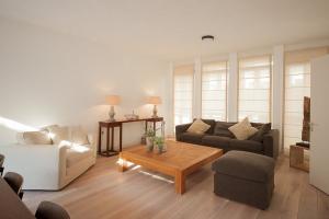 Bekijk woning te huur in Den Haag Laan van Roos en Doorn: Woning - € 2950, 198m2 - 338995