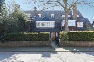 Bekijk woning te huur in Den Haag Zuidwerflaan, € 4450, 210m2 - 308064. Geïnteresseerd? Bekijk dan deze woning en laat een bericht achter!