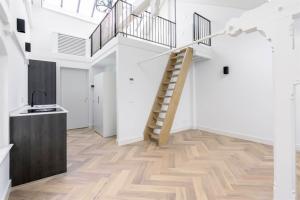 Bekijk appartement te huur in Amsterdam Groenburgwal, € 1900, 40m2 - 393083. Geïnteresseerd? Bekijk dan deze appartement en laat een bericht achter!