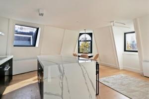 Bekijk appartement te huur in Amsterdam Roelof Hartstraat, € 2100, 72m2 - 379190. Geïnteresseerd? Bekijk dan deze appartement en laat een bericht achter!