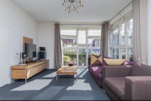 Bekijk woning te huur in Eindhoven Grasboom, € 2250, 375m2 - 325106. Geïnteresseerd? Bekijk dan deze woning en laat een bericht achter!