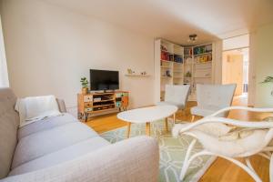 Bekijk appartement te huur in Rotterdam B. Hoffmanstraat, € 1400, 100m2 - 364752. Geïnteresseerd? Bekijk dan deze appartement en laat een bericht achter!