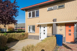 View house for rent in Almere Johannes Vermeerstraat, € 1450, 110m2 - 384395. Interested? check out this house and leave a message!