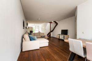 Bekijk woning te huur in Lage Zwaluwe Nieuwlandsedijk, € 950, 138m2 - 376865. Geïnteresseerd? Bekijk dan deze woning en laat een bericht achter!