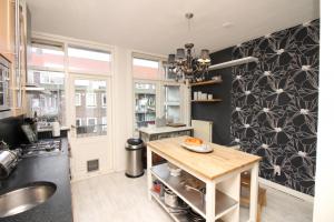 Bekijk appartement te huur in Amsterdam Woubruggestraat, € 1700, 70m2 - 361960. Geïnteresseerd? Bekijk dan deze appartement en laat een bericht achter!