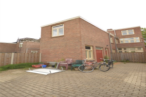 View house for rent in Dordrecht Blekersdijk, € 850, 100m2 - 372525. Interested? check out this house and leave a message!