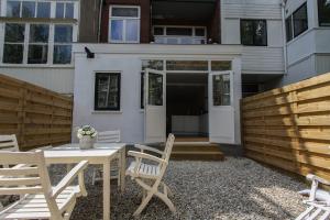 Bekijk appartement te huur in Rotterdam Van den Hoonaardstraat: Prachtig 2 kamer appartement op de begane grond MET tuin in he... - € 1095, 55m2 - 339051