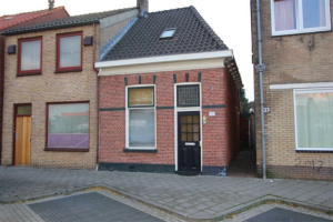 View house for rent in Almelo Ambtstraat, € 737, 95m2 - 388024. Interested? check out this house and leave a message!