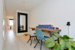 Bekijk appartement te huur in Amsterdam Van Oldenbarneveldtstraat, € 1575, 104m2 - 372983. Geïnteresseerd? Bekijk dan deze appartement en laat een bericht achter!