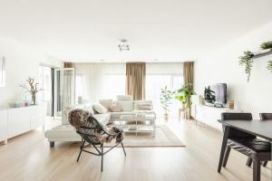Bekijk appartement te huur in Amsterdam Van Leijenberghlaan, € 2300, 300m2 - 382111. Geïnteresseerd? Bekijk dan deze appartement en laat een bericht achter!