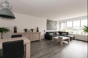 Bekijk appartement te huur in Schiedam Bernard Zweersplein, € 1150, 90m2 - 329168. Geïnteresseerd? Bekijk dan deze appartement en laat een bericht achter!