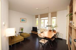 Bekijk appartement te huur in Amsterdam Molukkenstraat, € 1400, 55m2 - 366046. Geïnteresseerd? Bekijk dan deze appartement en laat een bericht achter!