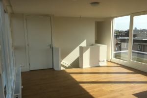 View studio for rent in Utrecht Jan van Scorelstraat, € 840, 30m2 - 370833. Interested? check out this studio and leave a message!