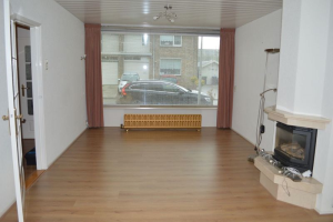 View house for rent in Spijkenisse Pieter de Hooghstraat, € 1300, 120m2 - 362297. Interested? check out this house and leave a message!