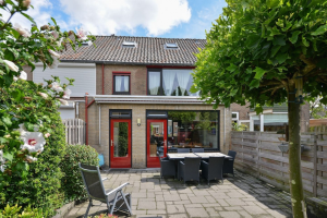 View house for rent in Breda Nieuwpoortstraat, € 1495, 120m2 - 340074. Interested? check out this house and leave a message!