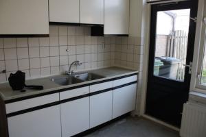 Bekijk woning te huur in Middelburg Vuurtoren: Instapklare tussenwoning met diepe tuin met achterom - € 950, 110m2 - 343255