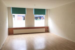 Bekijk appartement te huur in Dordrecht Koninginnestraat: Gestoffeerd 2 kamer appartement met tuin nabij het Centraal St... - € 795, 50m2 - 358706