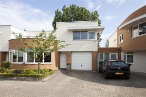 Bekijk woning te huur in Eindhoven Habsburglaan, € 1350, 145m2 - 291352. Geïnteresseerd? Bekijk dan deze woning en laat een bericht achter!