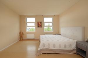 Bekijk kamer te huur in Amsterdam C. Zillesenlaan, € 800, 20m2 - 346996. Geïnteresseerd? Bekijk dan deze kamer en laat een bericht achter!