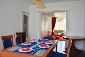 Bekijk appartement te huur in Den Haag Lobelialaan, € 2450, 162m2 - 364009. Geïnteresseerd? Bekijk dan deze appartement en laat een bericht achter!