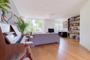 Bekijk woning te huur in Barendrecht Van Wassenaarvliet, € 1500, 104m2 - 394318. Geïnteresseerd? Bekijk dan deze woning en laat een bericht achter!