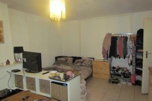 Bekijk kamer te huur in Arnhem P. Hendrikstraat: Ruime kamer met eigen keuken! - € 300, 20m2 - 356548