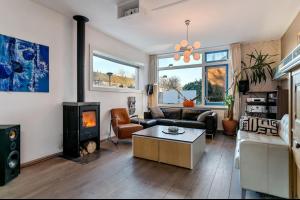 Bekijk woning te huur in Tilburg Van Tetterodestraat, € 1350, 150m2 - 296536. Geïnteresseerd? Bekijk dan deze woning en laat een bericht achter!