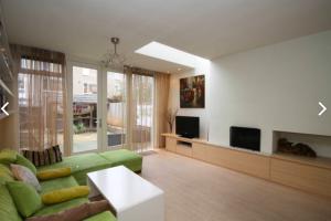 Bekijk woning te huur in Rijswijk Zh Warande, € 1850, 130m2 - 384969. Geïnteresseerd? Bekijk dan deze woning en laat een bericht achter!