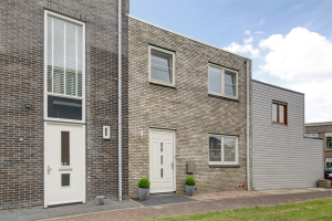View house for rent in Almere Aurorahof, € 1400, 80m2 - 378450. Interested? check out this house and leave a message!