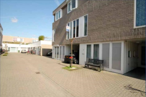 View house for rent in Ijsselstein Ut Wim Hoogendoornstraat, € 1595, 167m2 - 371581. Interested? check out this house and leave a message!