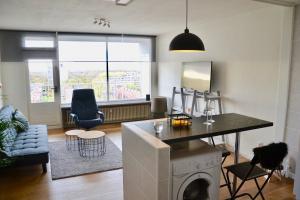 Bekijk appartement te huur in Den Haag Hengelolaan, € 1050, 55m2 - 355425. Geïnteresseerd? Bekijk dan deze appartement en laat een bericht achter!