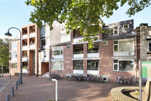 View apartment for rent in De Bilt Dorpsstraat vo Steenstraat, € 660, 57m2 - 379038. Interested? check out this apartment and leave a message!