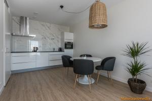 Bekijk appartement te huur in Den Haag Zeesluisweg, € 1295, 55m2 - 374756. Geïnteresseerd? Bekijk dan deze appartement en laat een bericht achter!