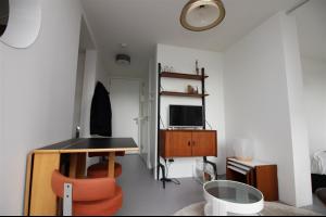 Bekijk studio te huur in Amsterdam Planciusstraat, € 1200, 28m2 - 304650. Geïnteresseerd? Bekijk dan deze studio en laat een bericht achter!